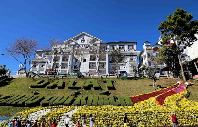festival hoa da lat lan thu viii khai mac khong gian hoa ho xuan huong va trung bay trien lam hoa cay canh quoc te