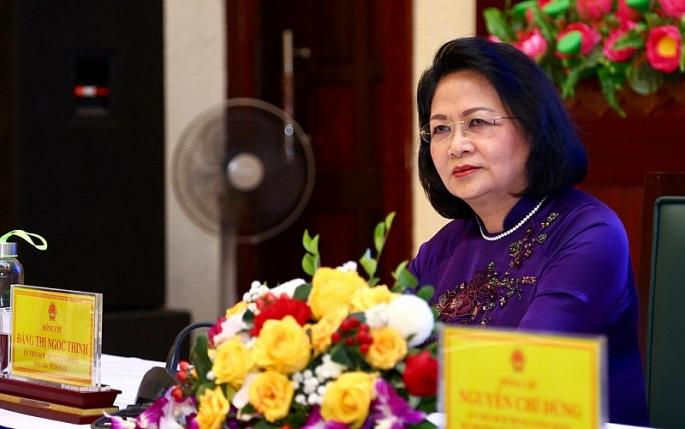 pho chu tich nuoc dang thi ngoc thinh trao huan chuong lao dong hang nhat cho thi xa pho yen thai nguyen