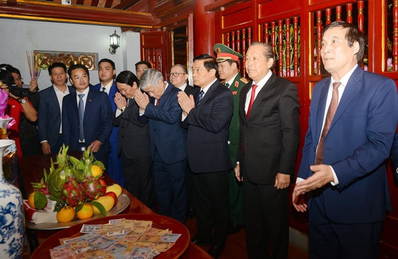 Phó Thủ tướng Thường trực dự lễ dâng hương các Vua Hùng