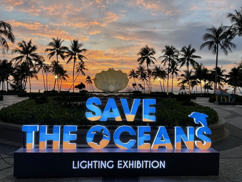dao ngoc phu quoc don giang sinh voi trien lam anh sang save the oceans
