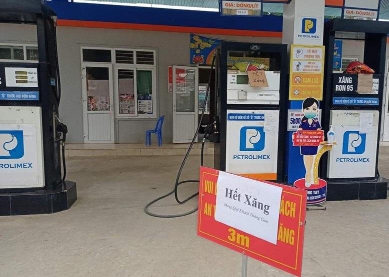 Nghệ An: Nhiều cây xăng ở huyện Quế Phong treo biển 'hết xăng'