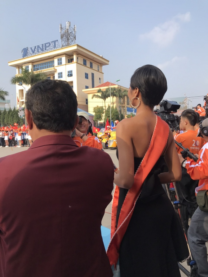 nhung hinh anh va video ve khoi dong giai dua xe dap toan quoc 2018