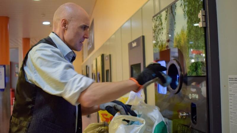 Lượm ve chai - công việc yêu thích của một người Anh ở Phần Lan