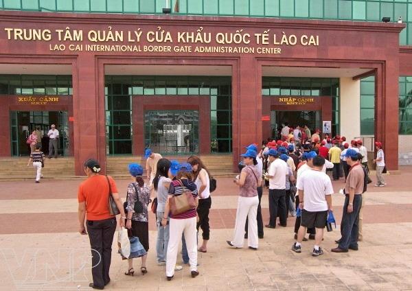 Tạm ngừng xuất - nhập cảnh khách du lịch qua Cửa khẩu Lào Cai