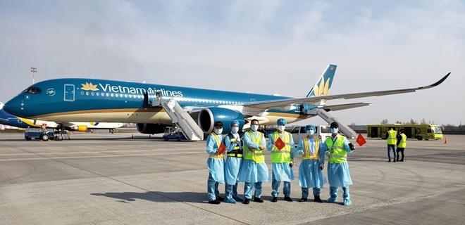 Ngày đầu tiên VietnamAirlines mở lại các đường bay nội địa