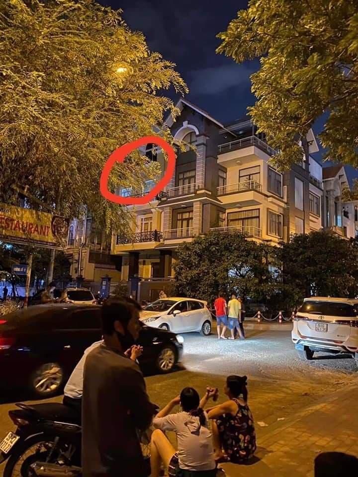 TP. Hồ Chí Minh: Bàng hoàng phát hiện một vali nghi chứa xác người chặt thành từng khúc