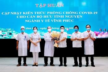vinh phuc to chuc tap huan cho can bo y te da nghi huu tinh nguyen tham gia chong dich covid 19