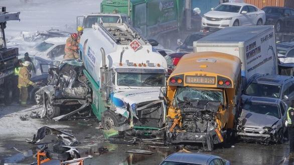 Bão tuyết gây ra vụ tai nạn giao thông liên hoàn khiến 69 người bị thương