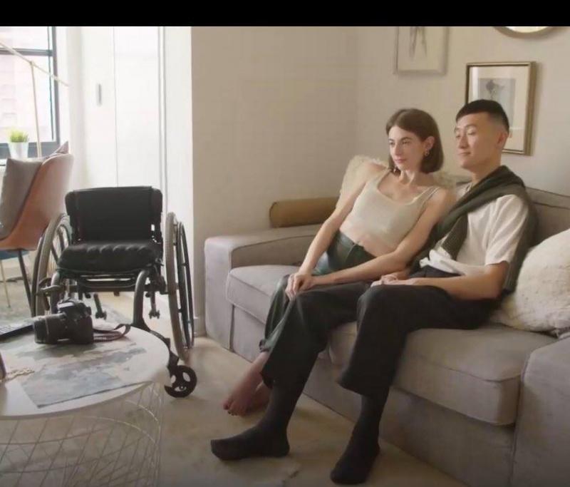 Mối tình vượt qua mọi rào cản của chàng nhiếp ảnh gia châu Á và cô người mẫu xe lăn