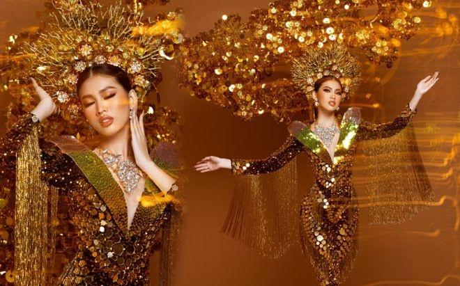 Trang phục đem đi đấu trường sắc đẹp quốc tế của Á hậu Ngọc Thảo nặng gần 30kg