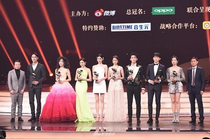 mua giai thuong o dem hoi weibo