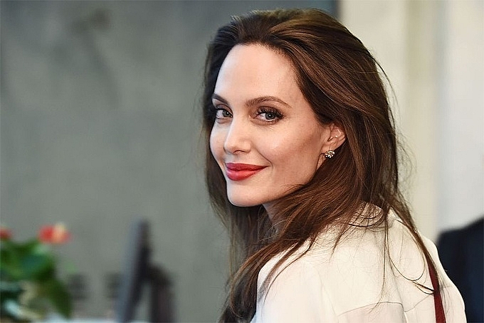 angelina jolie tro thanh bien tap vien tap chi time