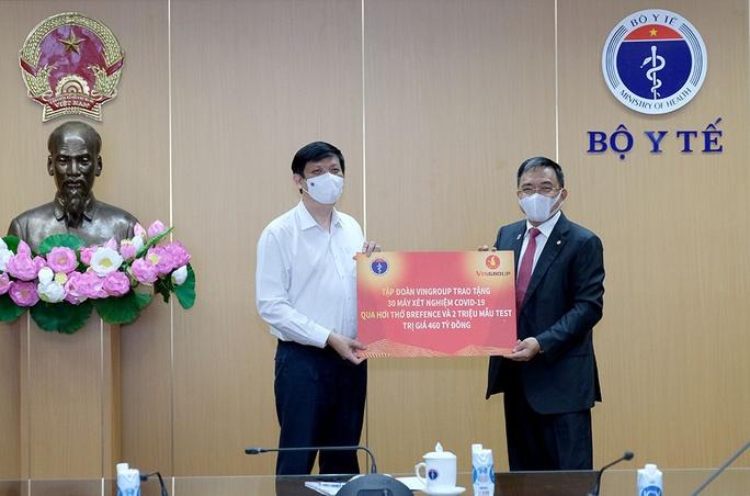 Vinggroup trao tặng Bộ Y Tế 30 máy xét nghiệm Covid19 qua hơi thở
