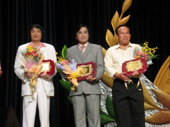 Thủ tướng Nguyễn Xuân Phúc ký nghị quyết đặc biệt về việc phong tặng danh hiệu NSND, NSƯT
