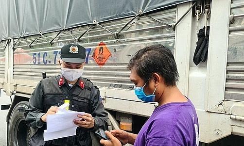 Đồng Nai: Ưu tiên tiêm vaccine cho lái xe; hỗ trợ công nhân về quê