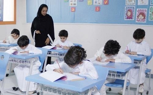 Cô giáo Saudi Arabia lần đầu dạy nam sinh