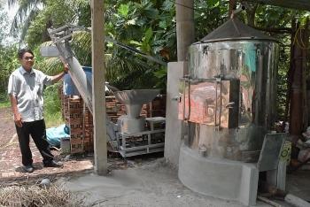 Ông giám đốc sáng chế máy chiết xuất tinh dầu cho nông dân