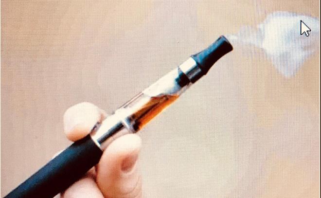 Hàng trăm người mắc bệnh phổi vì thuốc lá điện tử