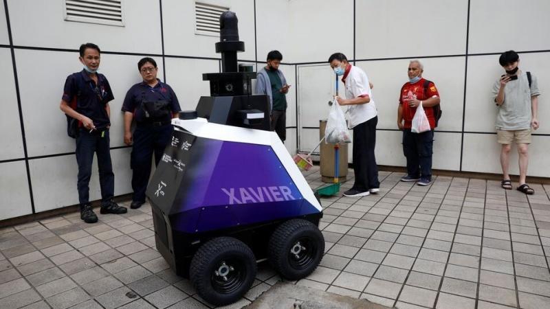 singapore robot tuan tra thay canh sat