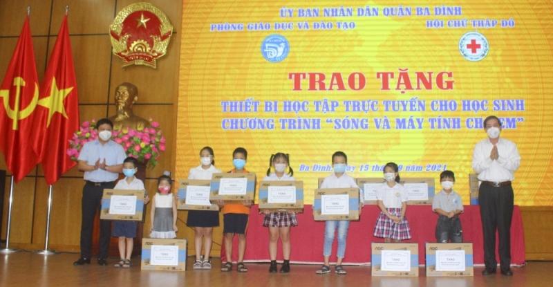 Quận Ba Đình- Hà Nội: Vận động gần 1 tỷ 115 triệu đồng mua máy tính cho học sinh khó khăn