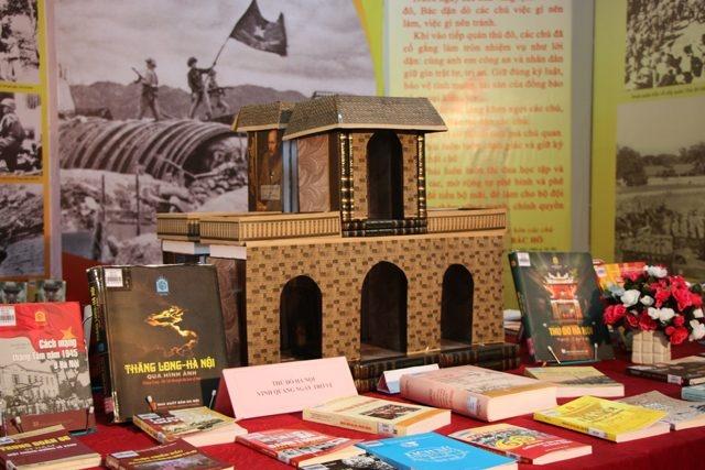 Trưng bày 500 tư liệu sách, báo về cuộc kháng chiến chống thực dân Pháp và thủ đô Hà Nội