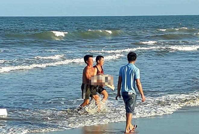 Tắm biển cùng nhóm bạn, cô gái 21 tuổi thiệt mạng