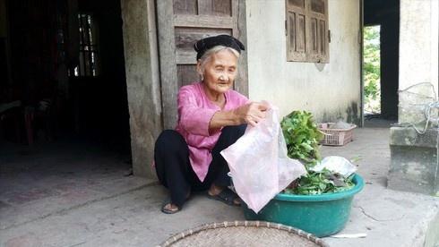 Thanh Hóa: Cụ bà 83 tuổi xin thoát nghèo được tặng bằng khen