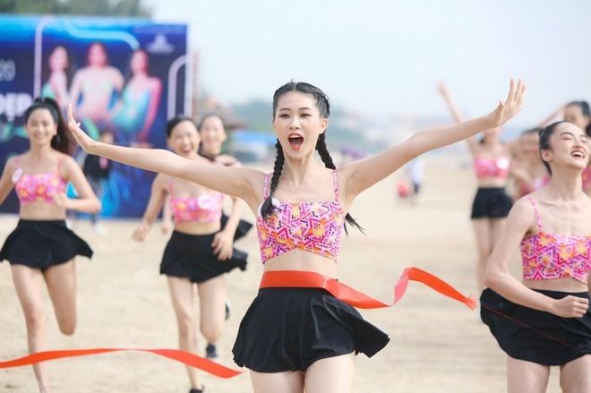 Thí sinh Hoa hậu Việt Nam khỏe khoắn thi Người đẹp thể thao tại Vũng Tàu