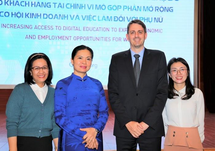Công nghệ số góp phần mở rộng cơ hội kinh doanh, việc làm cho phụ nữ