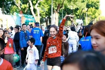 Diễn viên Lan Phương và nhiều nghệ sĩ nổi tiếng miền Bắc tham gia chạy từ thiện