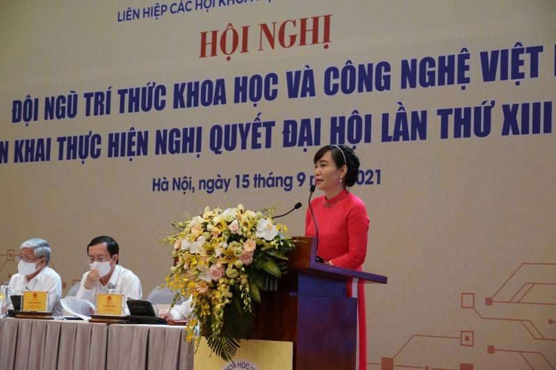 Bà Nguyễn Thu Giang phát biểu về vai trò và sự tham gia của các tổ chức KH&CN trong an sinh xã hội - chăm sóc sức khỏe cộng đồng và kết nối nguồn lực