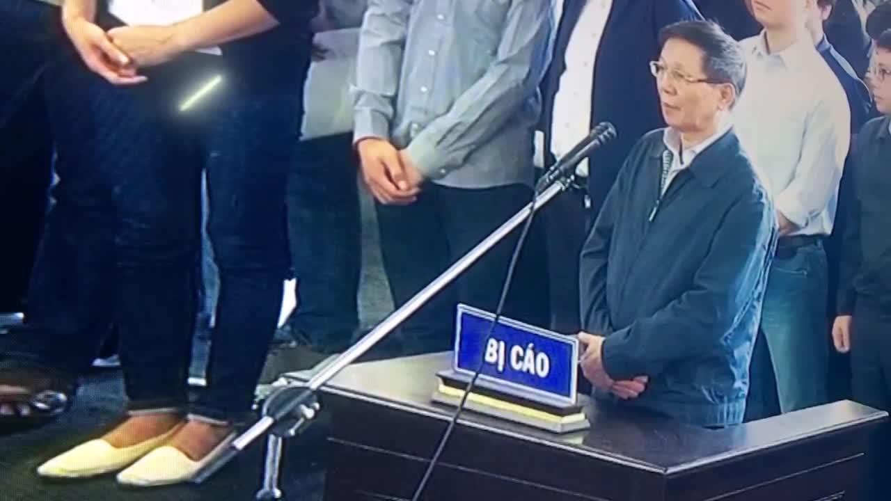 Ông Phan Văn Vĩnh trả lời nhầm khi tòa kiểm tra căn cước