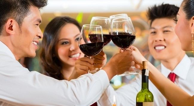 Rượu, bia ngày Tết: Uống thế nào mới vui?