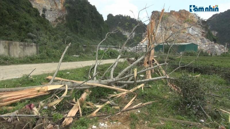 Nghệ An: Dân bất an vì mỏ đá nổ mìn, đá bay thủng mái nhà