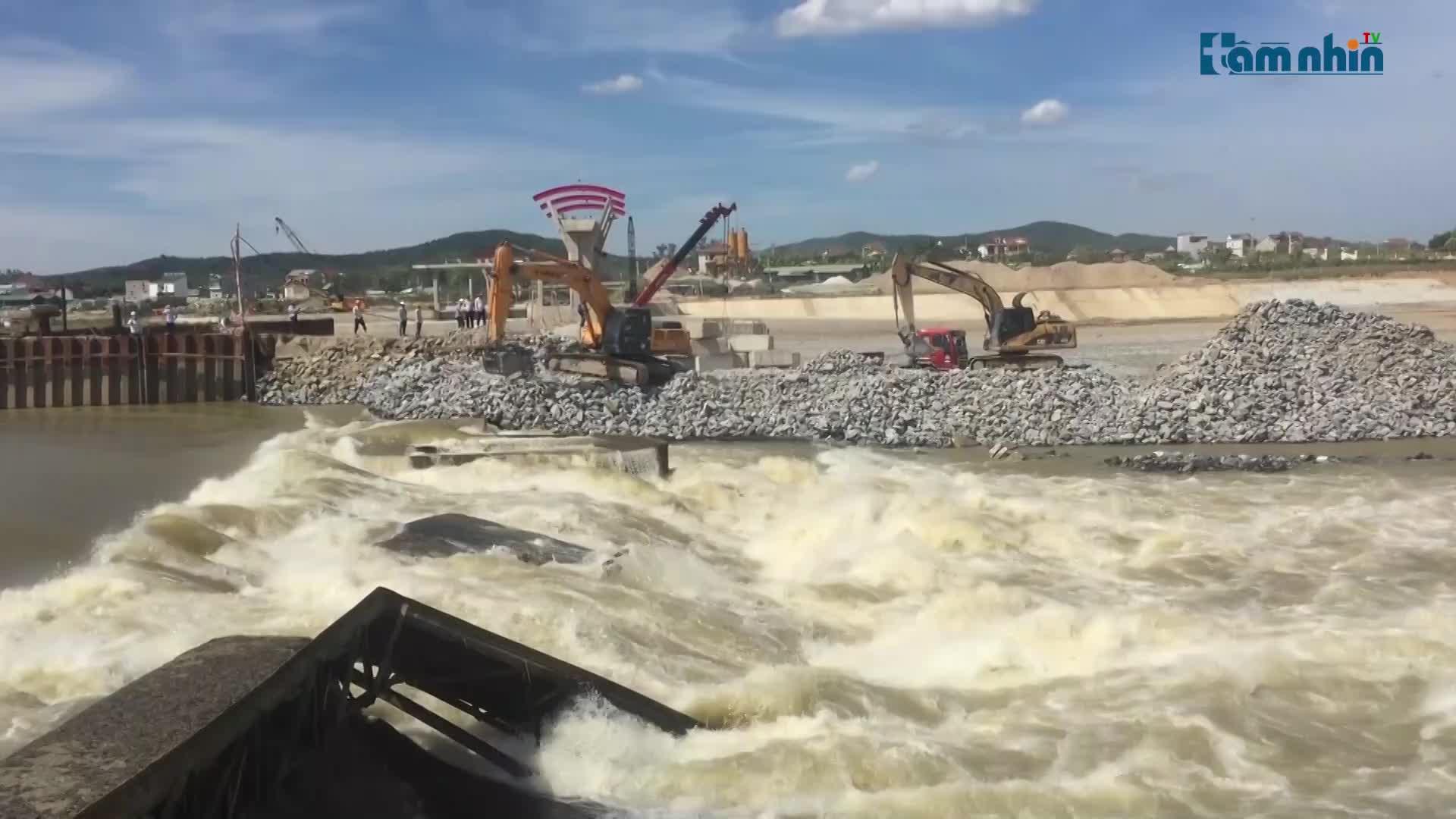 Nghệ An: Khẩn trương xử lý sự cố vỡ đập Bara Đô Lương