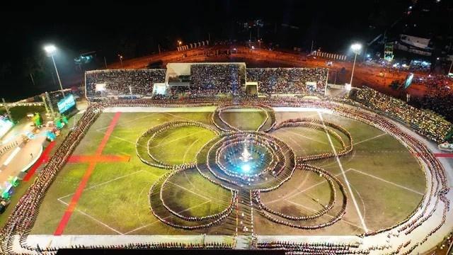 5.000 người tham gia màn múa xòe lớn nhất thế giới tại Yên Bái