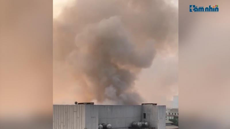 Cháy Cung văn hoá hữu nghị Việt Xô, khói đen bốc cao nhiều mét