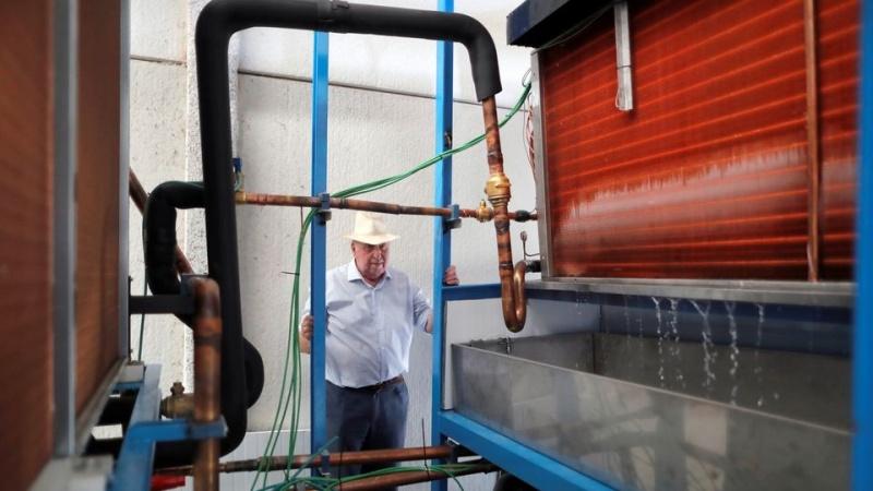 Phát minh máy tạo nước uống từ không khí loãng