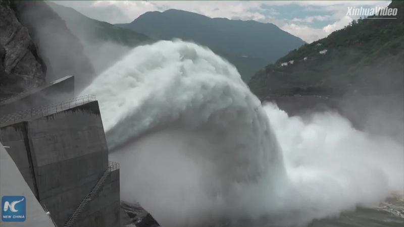 Siêu đập thủy điện thử nghiệm điều hướng lũ