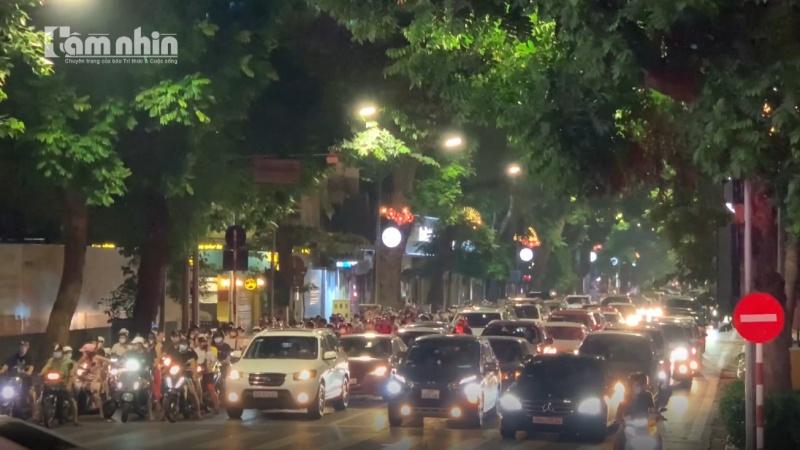 Thủ tướng yêu cầu Bộ Công an xử lý nghiêm tụ tập đông người nơi công cộng
