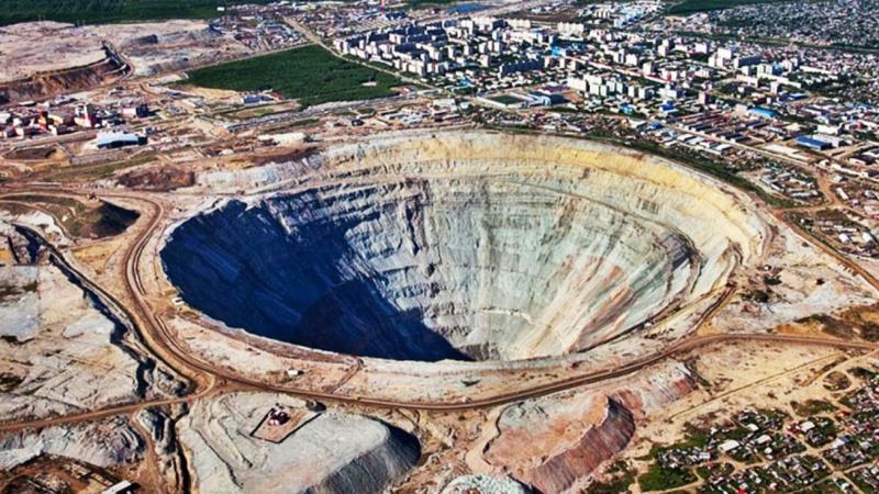 Khám phá mỏ kim cương sâu 525 mét cạnh thị trấn Siberia