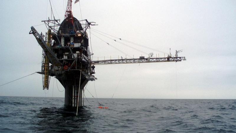 Con tàu kỳ lạ nhất thế giới có thể lật lên lật xuống