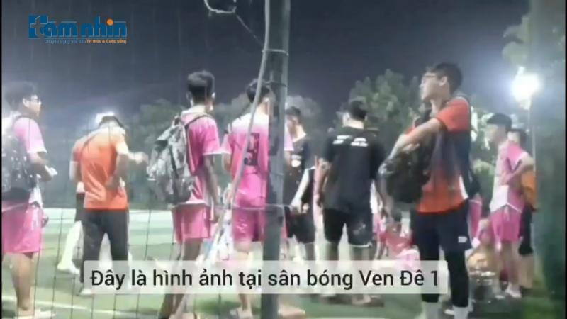 """Hà Nội: Sân bóng """"phớt lờ"""" khuyến cáo phòng, chống dịch"""