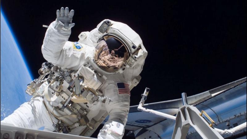Tại sao làm việc ngoài không gian phức tạp và nguy hiểm?