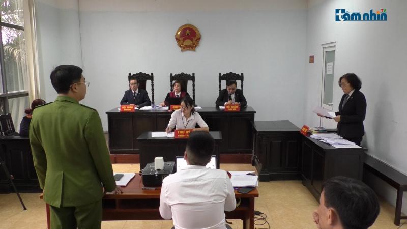 Tranh luận nóng tại phiên tòa người dân kiện trưởng công an quận Bắc Từ Liêm