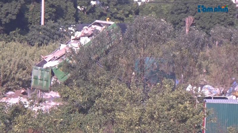 Gia Lâm – Hà Nội: Chính quyền có làm ngơ trước tình trạng đổ thải trái phép gây ô nhiễm?