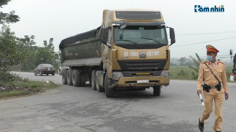 Tăng cường xử lý xe quá tải, đảm bảo ATGT dịp cuối năm