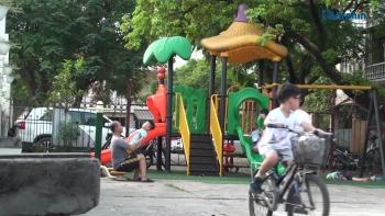 """Nhật Tân, Hà Nội: """"Hô biến"""" sân nhà văn hóa, sân UBND phường thành bãi trông giữ xe"""