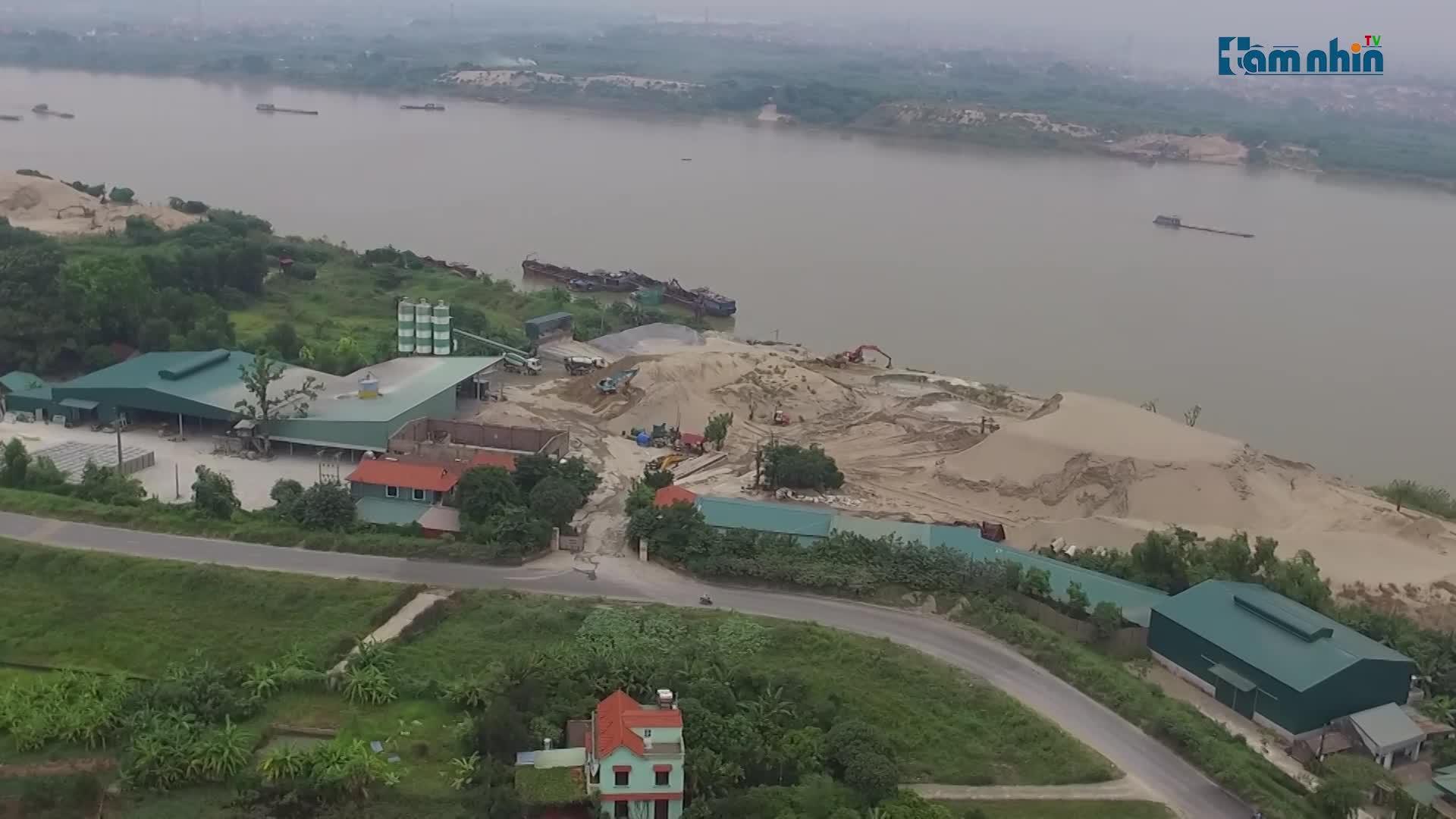 Thường Tín, Hà Nội: Nhà xưởng, Trạm trộn bê tông vô tư mọc trên hành lang bảo vệ đê, thoát lũ sông Hồng