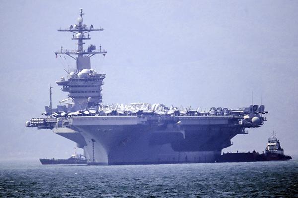 Dàn tiêm kích trên tàu sân bay của Hải quân Mỹ